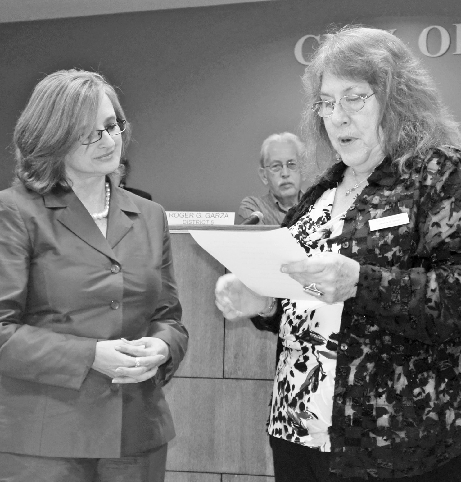 Pleasanton City Councilwoman Jeanne B. Israel (at right) presents a certificate of appreciation to Janet Jackson, for serving on the City of Pleasanton Economic Development Corporation Board of Directors.