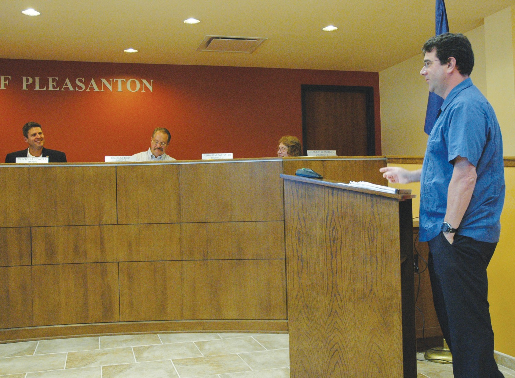 Chris Stewart (right) of Stewart Planning Consulting, LLC, presents the Impact Fee Study for Land Use Assumption/ Capital Improvement Plans at the May 28 meeting. Mayor Clint Powell (from right), Doug Best, Council Member District 1 and Jeanne Israel, Council Member District 6 join other council members in the discussion.