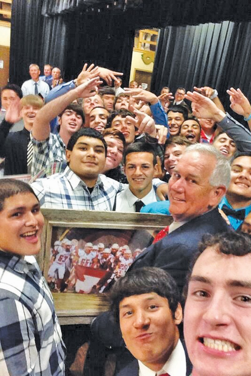 Photo Right: Jourdanton High School graduate Chase Harrison (@TXCTH) was given honorable mention in the Pleasanton Express Senior Selfie Twitter contest. This is one of his awesome selfies featuring himself, Coach Wayne Johnson and his teammates.