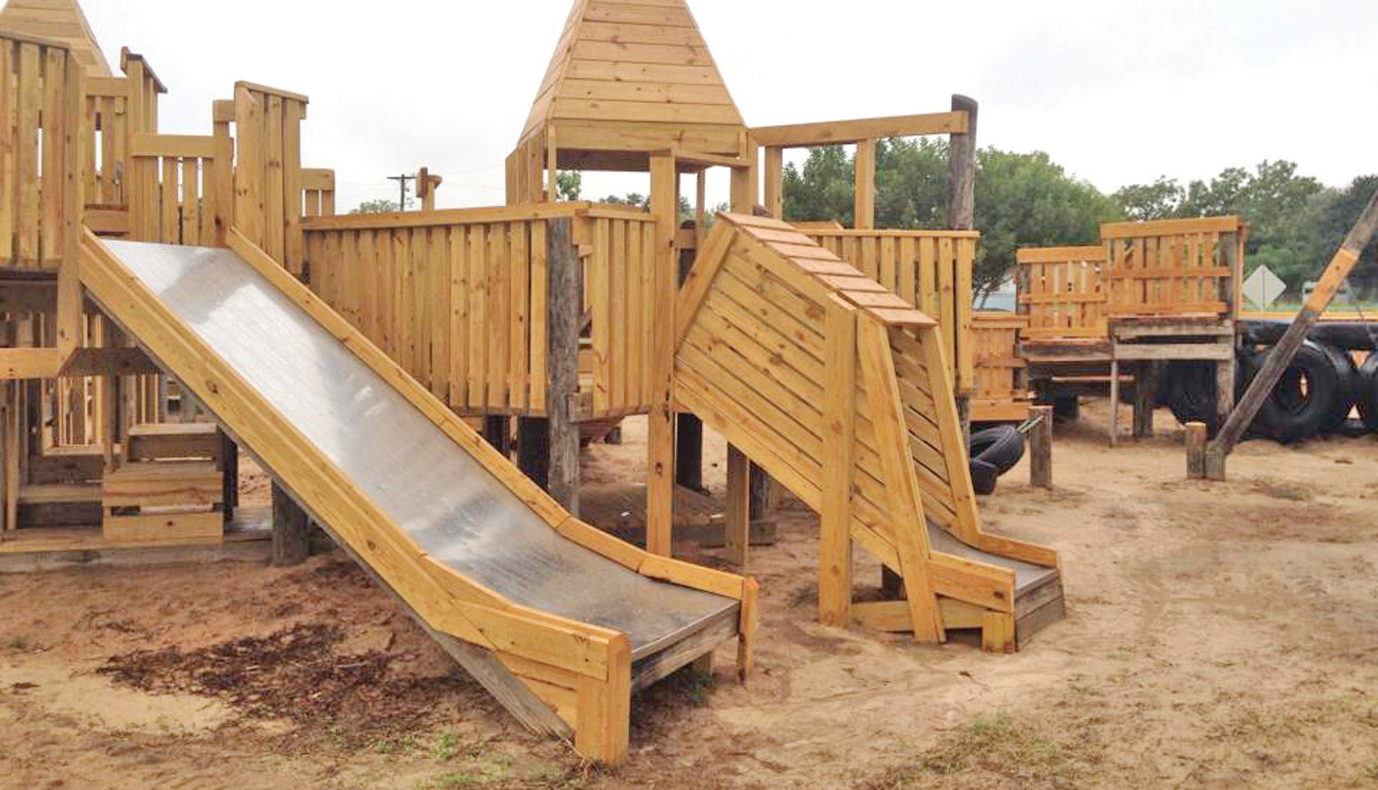 The recent repair of the Atascosa River Park is now complete. The renovations for the 27 year old playscape started at the beginning of the summer. Come enjoy the playground from 5am to 11pm seven days a week.