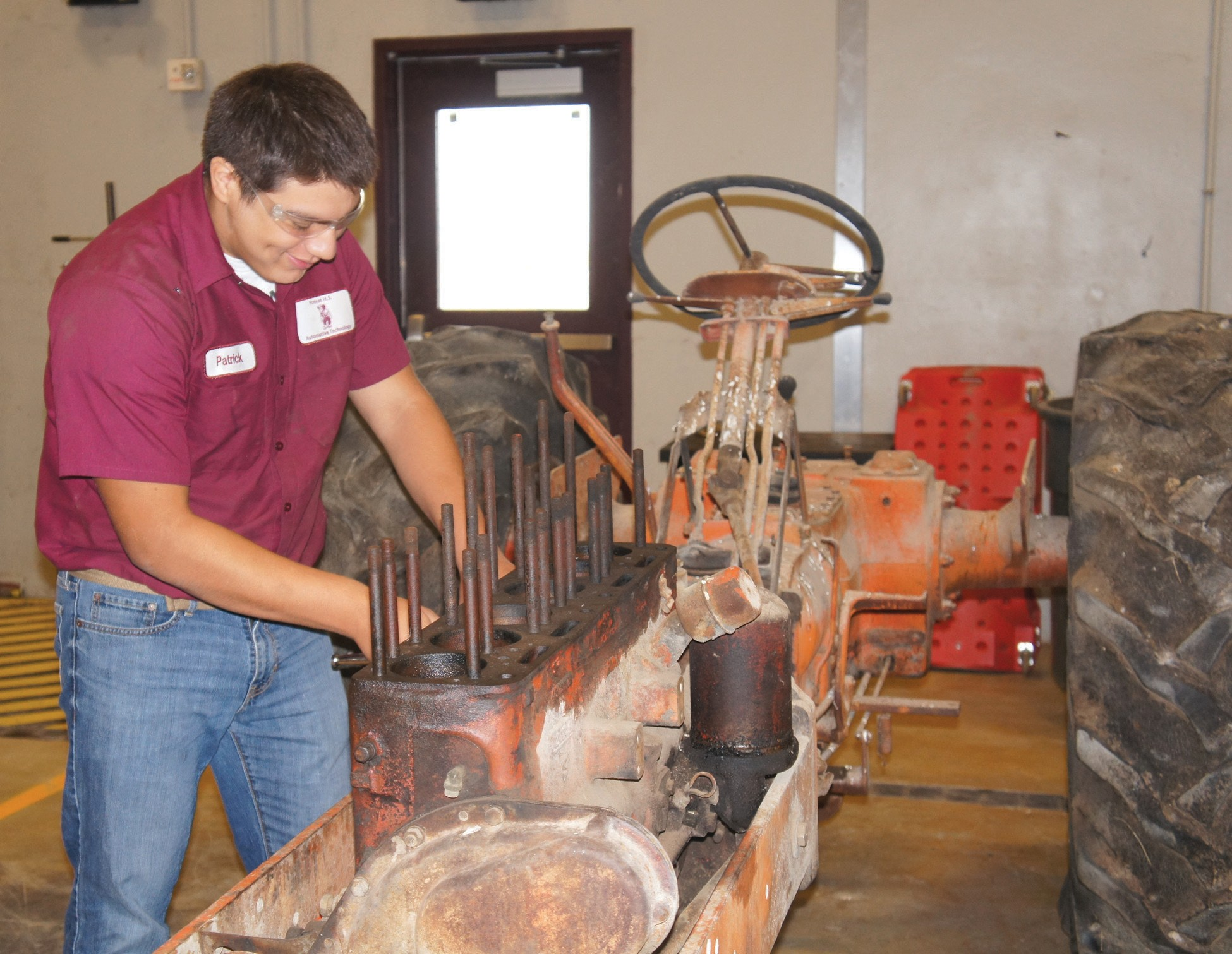Poteet HS programs prepare students for Auto Tech, Cosmetology