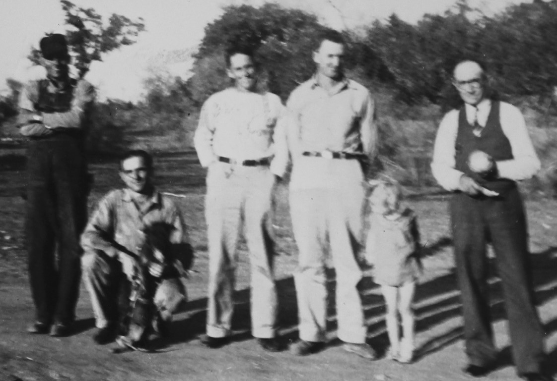 E. R. Breaker, standing at the right, next to Lynnedale. From left, two unidentified men and Tom Benson and Carl Calhoun.
