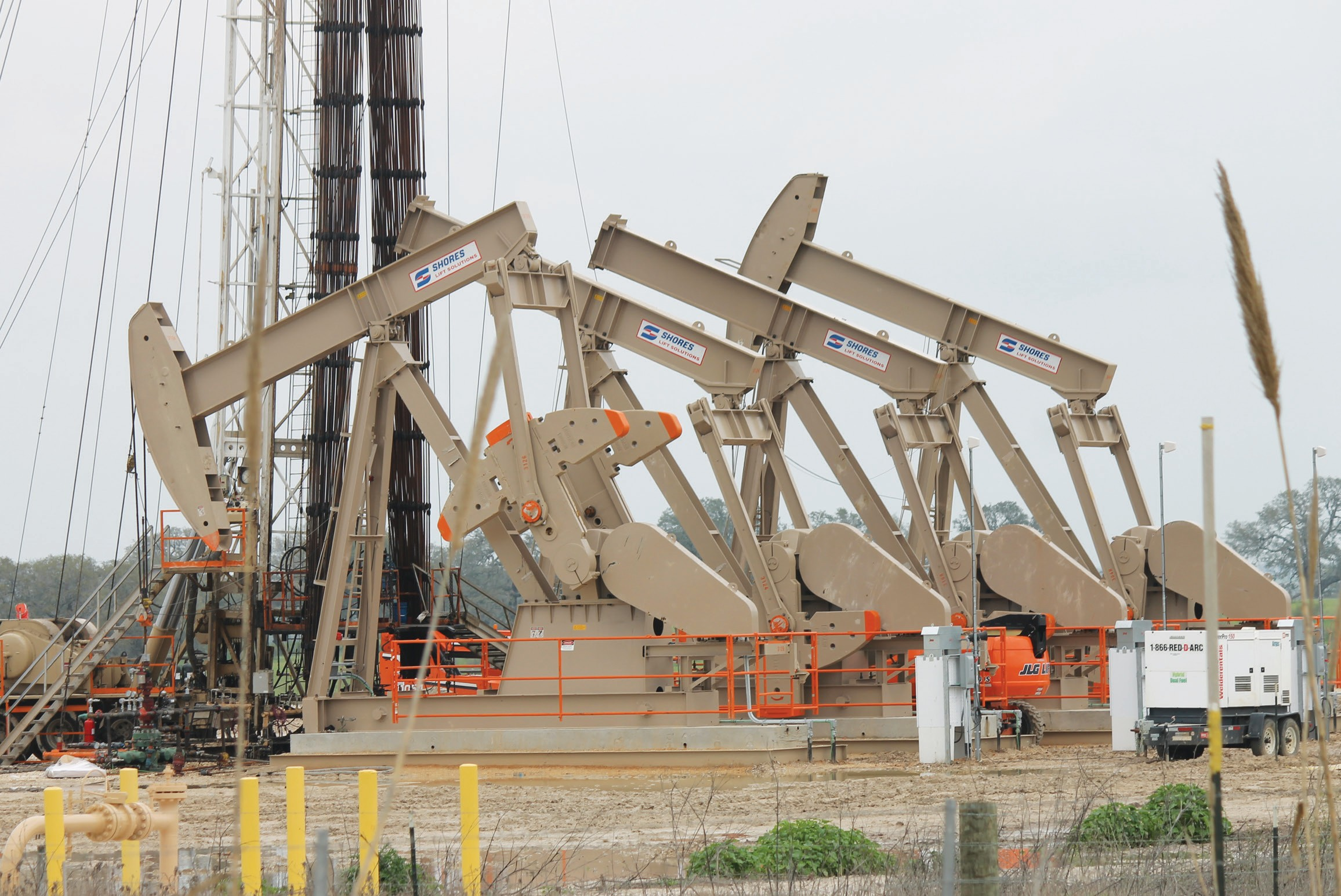 Murphy Oil and Production Co., USA, multi-well pad site northeast of Helena on CR 295 in Karnes County, with workover rig.
